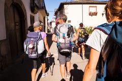 Pilgrimns a lo largo del camino de San Jaime Imágenes de archivo libres de regalías