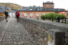 Pilgrimns na kamiennym moscie wzdłuż sposobu St James Obraz Royalty Free