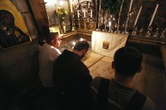 Pilgrims pray at the tomb of Jesus in Jerusalem Royalty Free Stock Photography