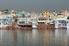 Pilgrims at Pushkar Lake Royalty Free Stock Photos
