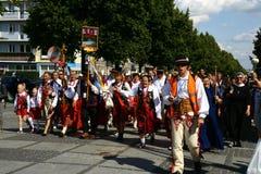 Pilgrims som går att fostra Mary Sanctuary i Czestochowa Royaltyfria Foton
