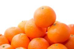 Pilha alaranjada brilhante e saboroso dos tangerins imagens de stock royalty free