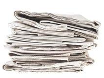 Pilha bagunçado dos newpapers imagem de stock