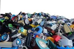 Pilha da divisão Waste eletrônica usada quebrada ou do dano isolada no fundo branco foto de stock