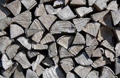 Pilha da madeira cortada para a chaminé foto de stock