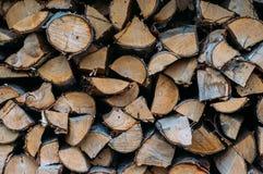 Pilha da madeira desbastada do incêndio preparada para o inverno Fotografia de Stock Royalty Free