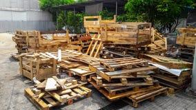 Pilha da madeira da pálete fotografia de stock