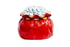Pilha da moeda no saco vermelho Fotografia de Stock