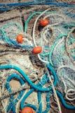 Pilha da rede de pesca comercial com cabos e flutuadores Foto de Stock Royalty Free