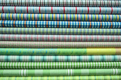 Pilha da roupa colorida Fotografia de Stock