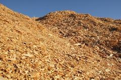 Pilha da serragem ou do Woodchip Fotos de Stock Royalty Free