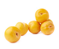 Pilha das ameixas amarelas múltiplas isoladas Fotos de Stock Royalty Free