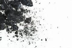 Pilha das barras pretas de carvão isoladas no fundo branco Imagem de Stock Royalty Free