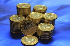 Pilha das moedas de Barém imagens de stock