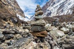 Pilha das pedras no passeio na montanha Imagem de Stock Royalty Free