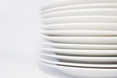 Pilha das placas de jantar brancas Foto de Stock