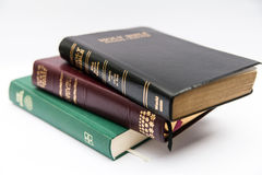 Pilha das três Bíblias Sagradas Fotos de Stock