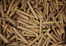 Pilha das varas de canela Fotografia de Stock Royalty Free