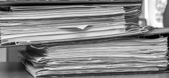 Pilha de arquivos em papel Imagens de Stock