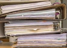 Pilha de arquivos em papel Fotos de Stock Royalty Free