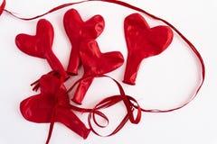 Pilha de balões vermelhos do coração, isolada no fundo branco, valent Imagens de Stock Royalty Free