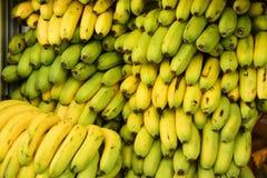 Pilha de bananas frescas imagens de stock royalty free