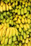 Pilha de bananas frescas fotos de stock royalty free