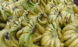Pilha de bananas maduras imagens de stock royalty free