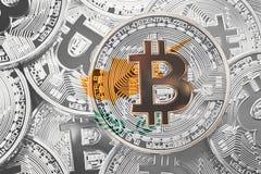 Pilha de bandeira de Bitcoin Chipre Conceito dos cryptocurrencies de Bitcoin fotografia de stock