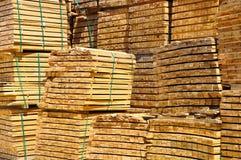 Pilha de barras de madeira. Fotografia de Stock