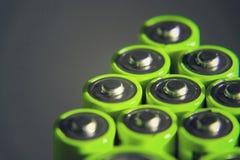 A pilha de baterias verdes do AA fecha-se acima, conceito do armazenamento da eletricidade Fotos de Stock Royalty Free