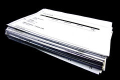 Pilha de Bill sobre o fundo preto. Imagem de Stock Royalty Free