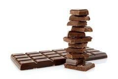 Pilha de blocos de chocolates no fundo branco Fotos de Stock