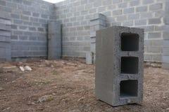 Pilha de blocos do cimento no canteiro de obras Fotografia de Stock Royalty Free