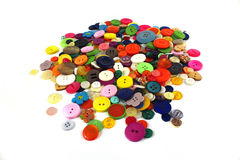Pilha de botões brilhantemente coloridos das miudezas Foto de Stock Royalty Free