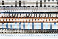 Pilha de cadernos de papel espirais com fios obrigatórios Imagem de Stock Royalty Free