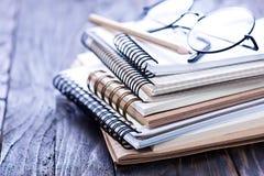 Pilha de cadernos espirais imagem de stock