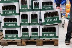 Pilha de caixas da cerveja de Veltins Fotografia de Stock