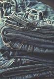 Pilha de calças de brim toning imagem de stock royalty free