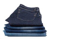 Pilha de calças de brim da sarja de Nimes Fotos de Stock Royalty Free