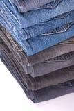 Pilha de calças de brim dobradas fotografia de stock