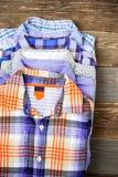 Pilha de camisas coloridas Imagem de Stock Royalty Free
