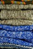 Pilha de camisolas mornas Fotografia de Stock Royalty Free