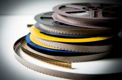 Pilha de carretéis do filme super8 de 8mm com efeito da cor e fora do focu Foto de Stock