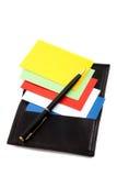 Pilha de cartões coloridos no suporte de cartão Imagens de Stock