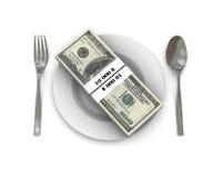 Pilha de cem contas de dólar em uma placa Imagens de Stock