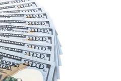 Pilha de cem contas de dólar Pilha de dinheiro do dinheiro em cem cédulas do dólar Montão de cem notas de dólar no branco Fotografia de Stock Royalty Free
