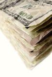 Pilha de cem notas de dólar Foto de Stock