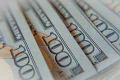 Pilha de cem notas de dólar macro Fotografia de Stock