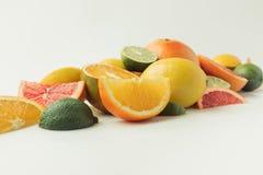 Pilha de citrinos suculentos Imagens de Stock Royalty Free